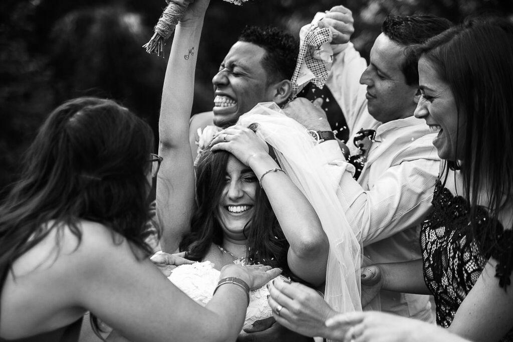 trouwfotografie, rijst gooien, bruiloft